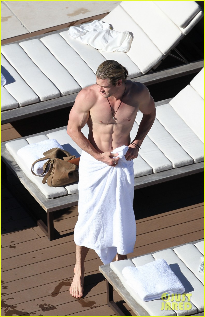 hemsworth pool shirtless 08