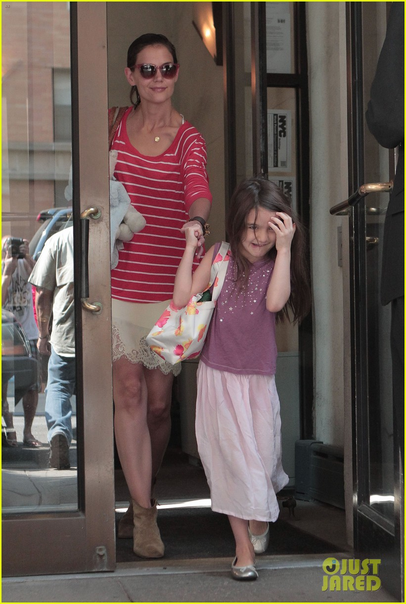 katie holmes suri early morning outing 04