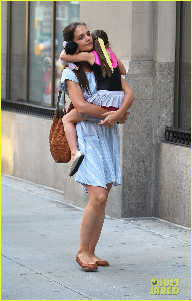 katie holmes suri whole foods shoppers 032678025