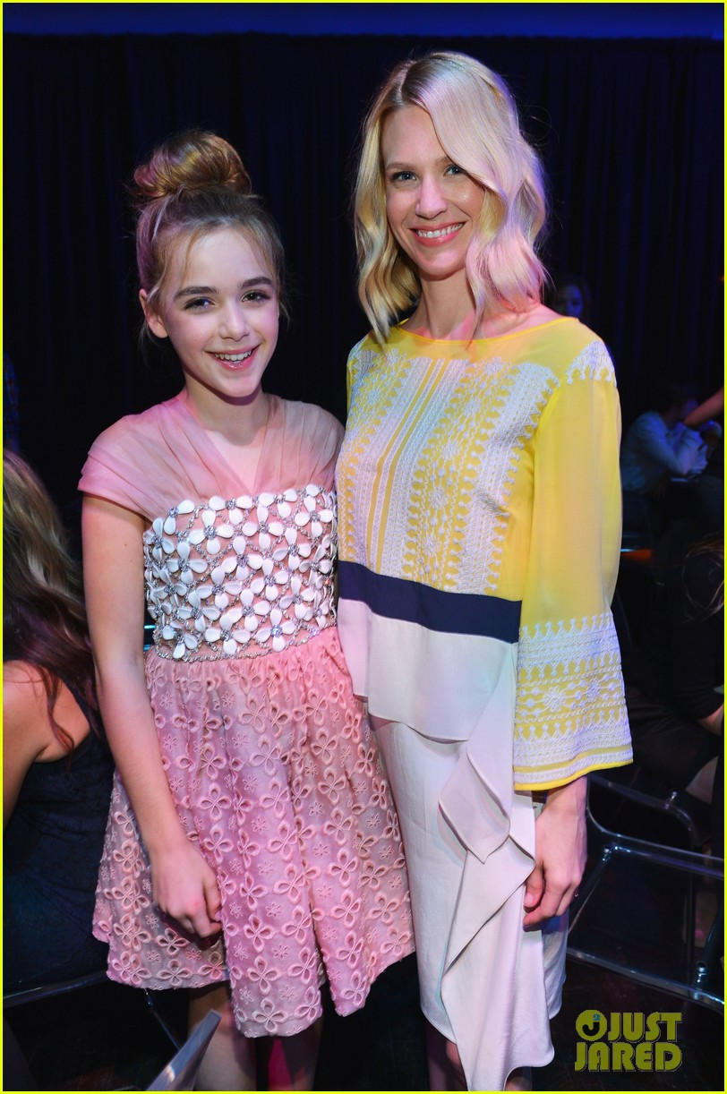 january jones young hollywood awards kiernan shipka 04