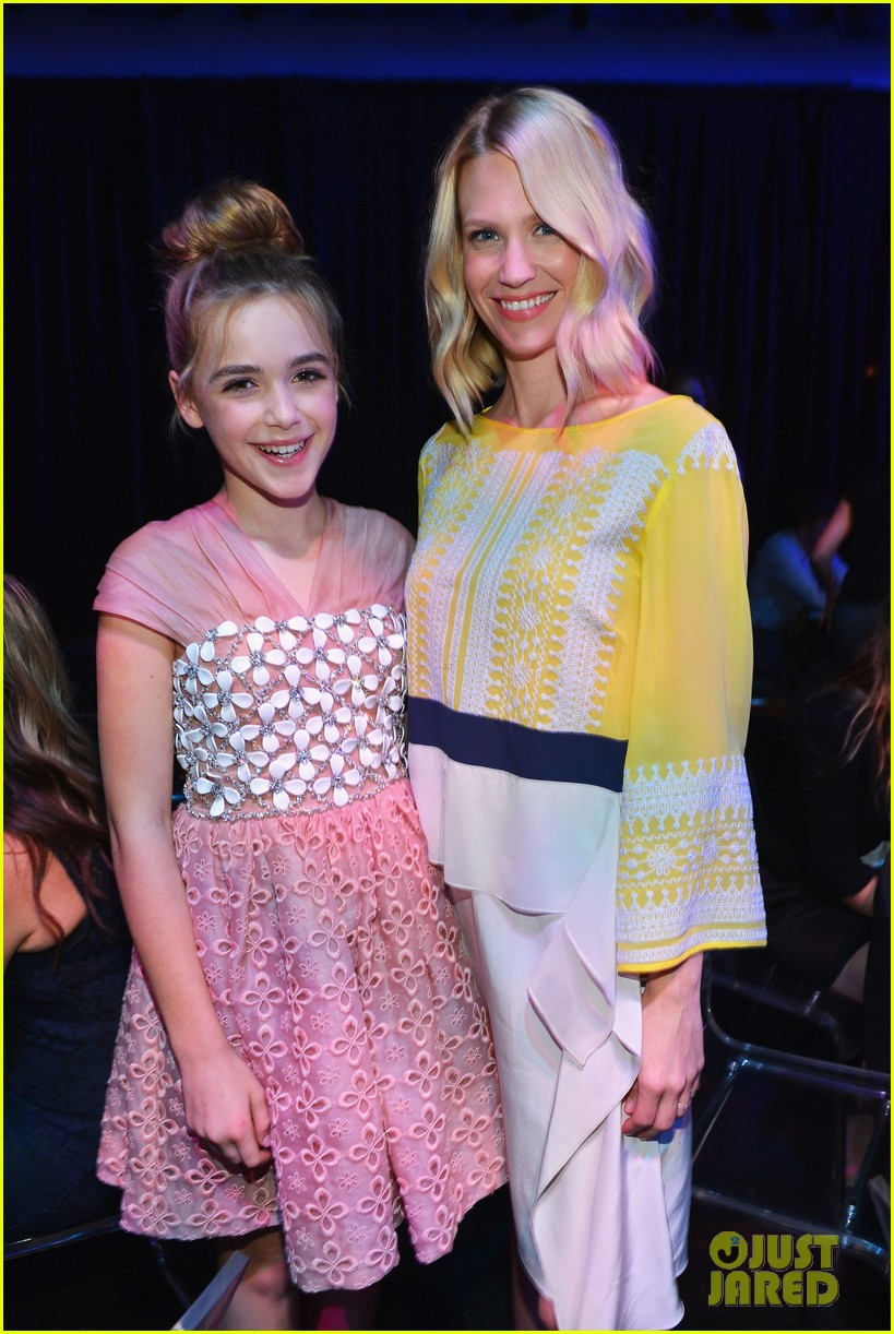 january jones young hollywood awards kiernan shipka 08