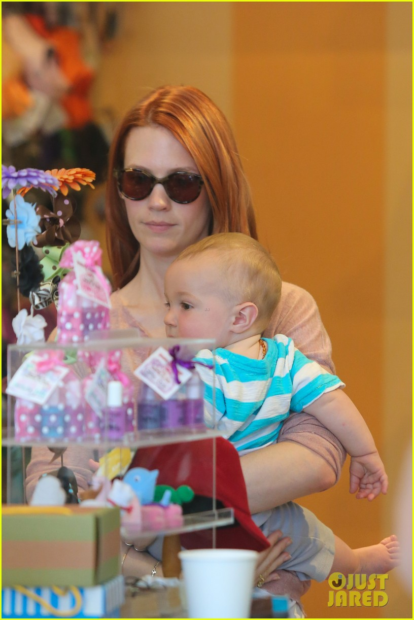 january jones shoe shopping with xander 22