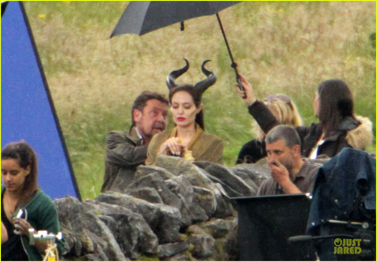 angelina jolie twins maleficent set 03