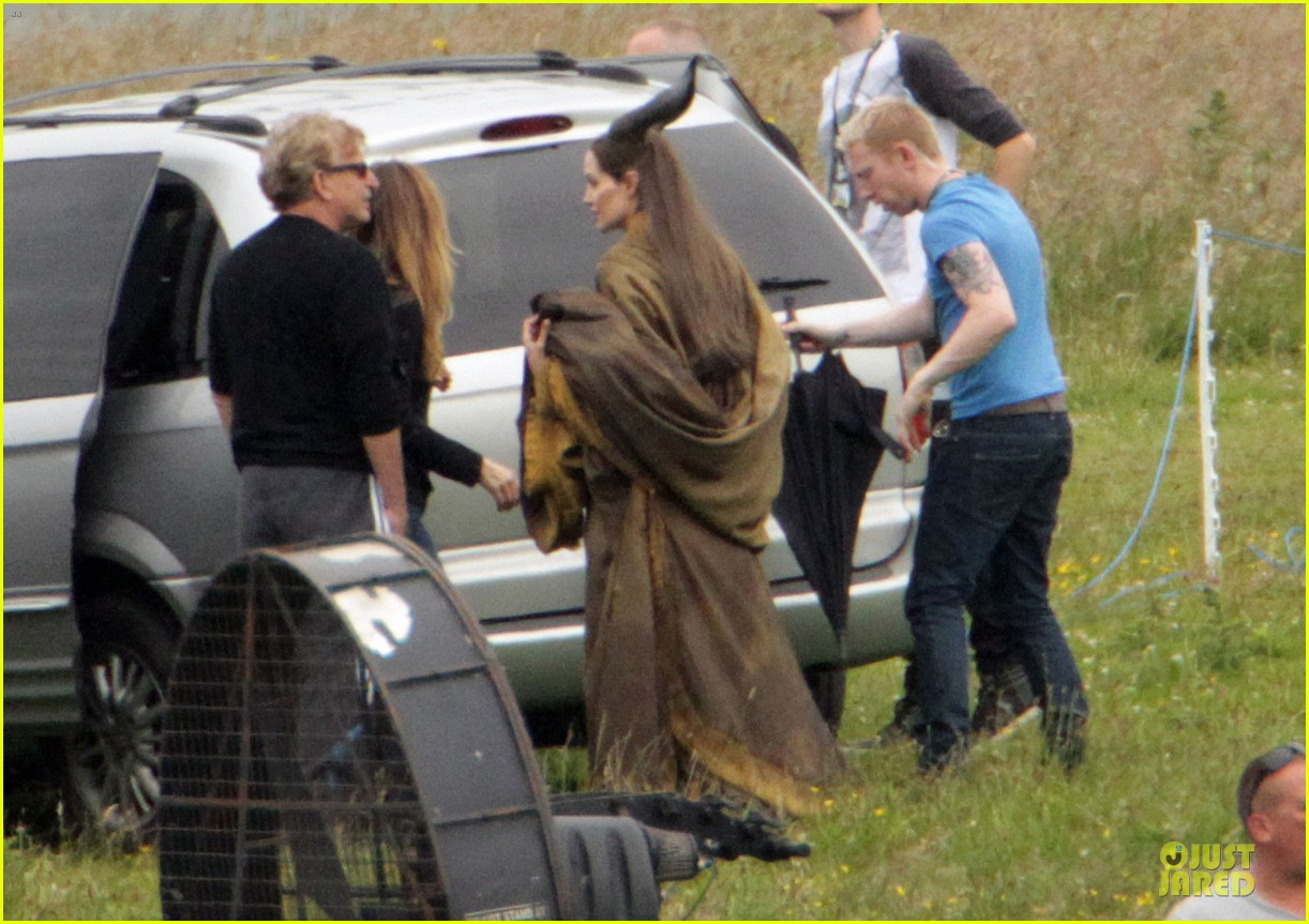 angelina jolie twins maleficent set 06