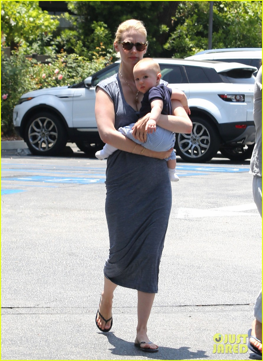 january jones pasadena with xander 10
