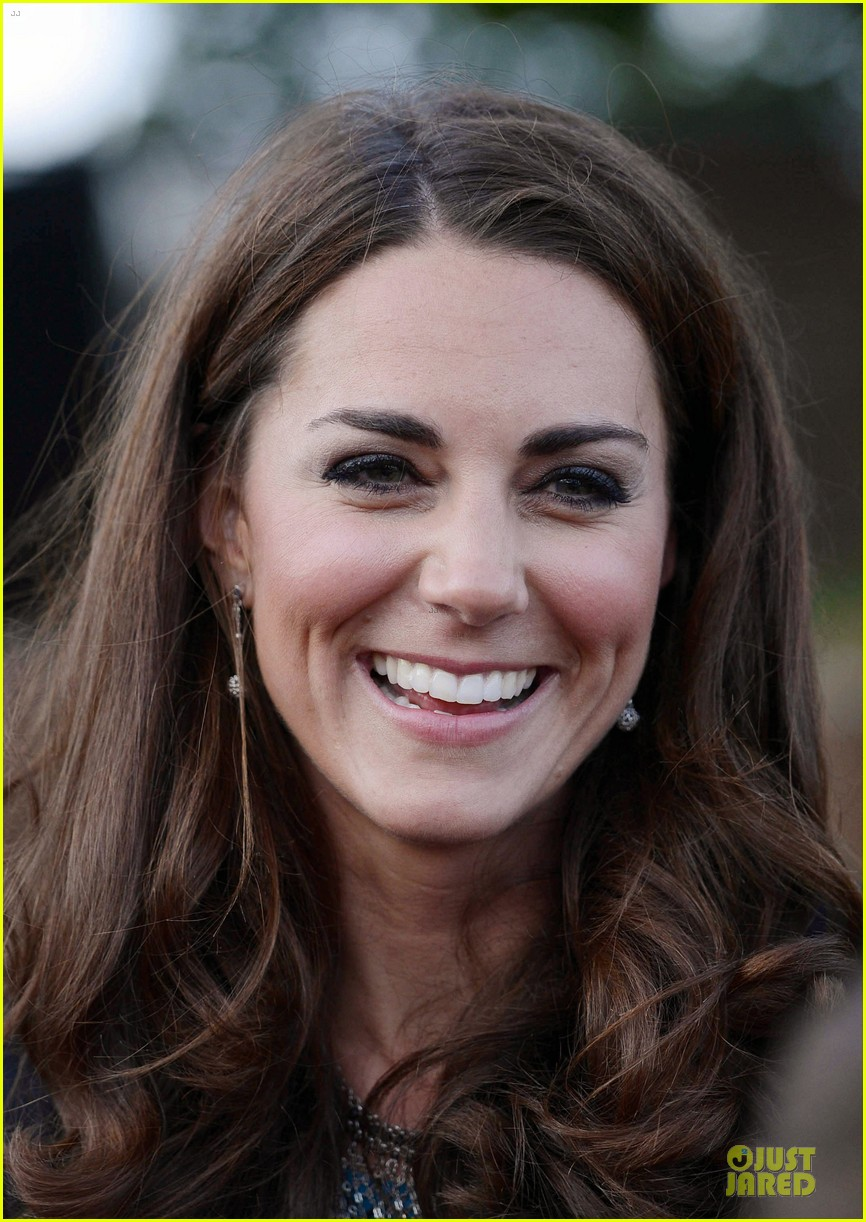 kate middleton lion witch wardrobe 04