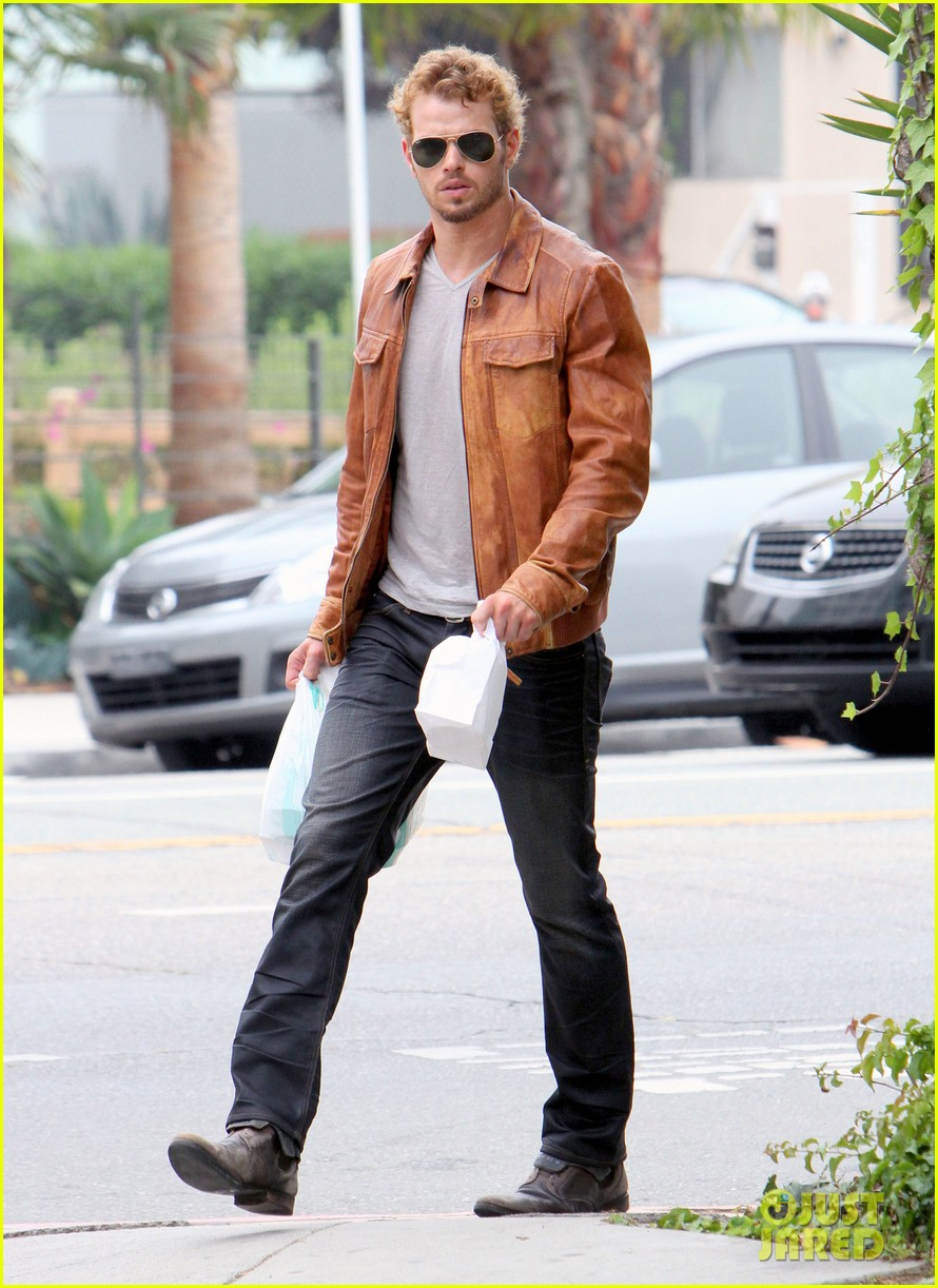 kellan lutz frustrated lunch bags 17