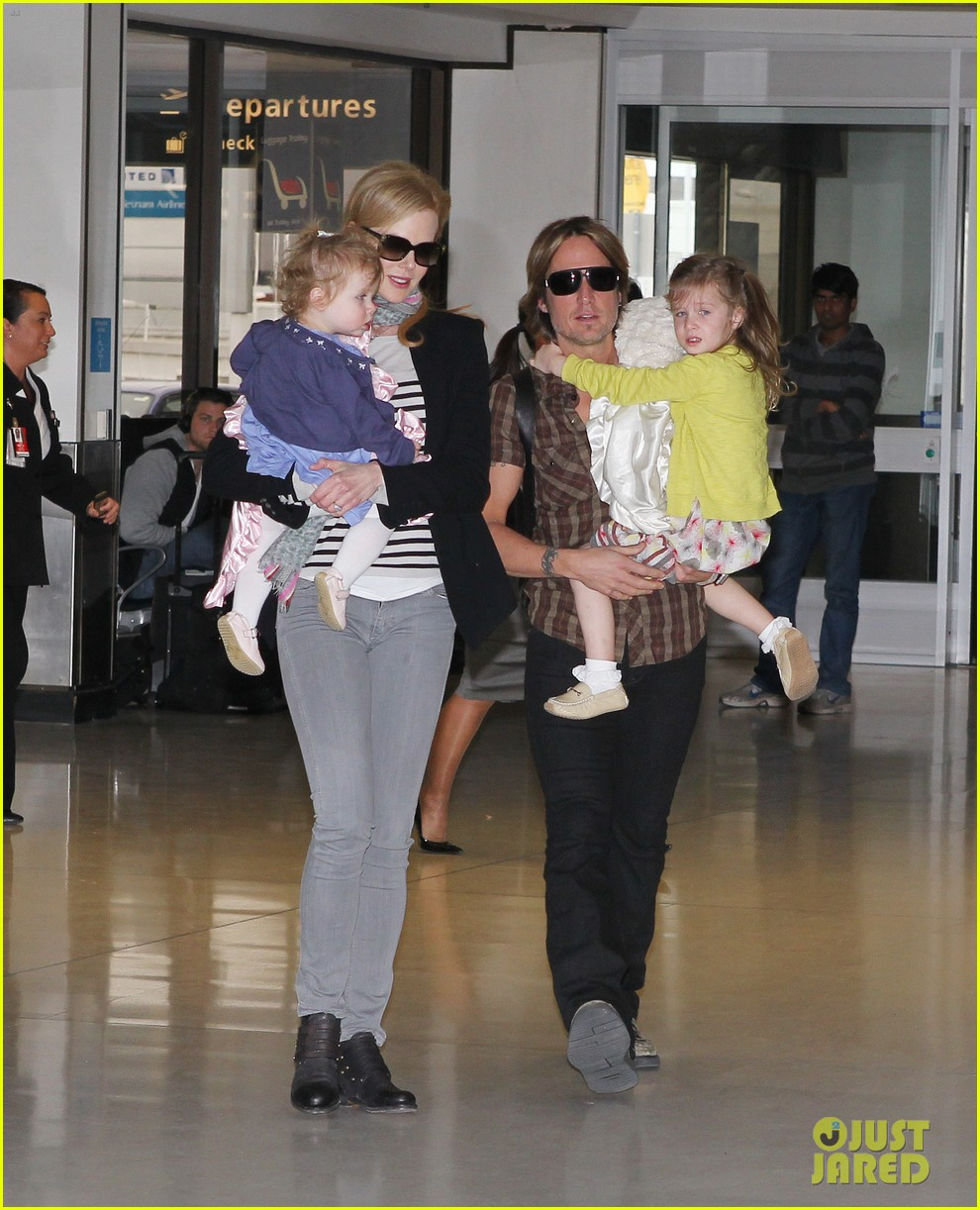 nicole kidman family sydney departure 05