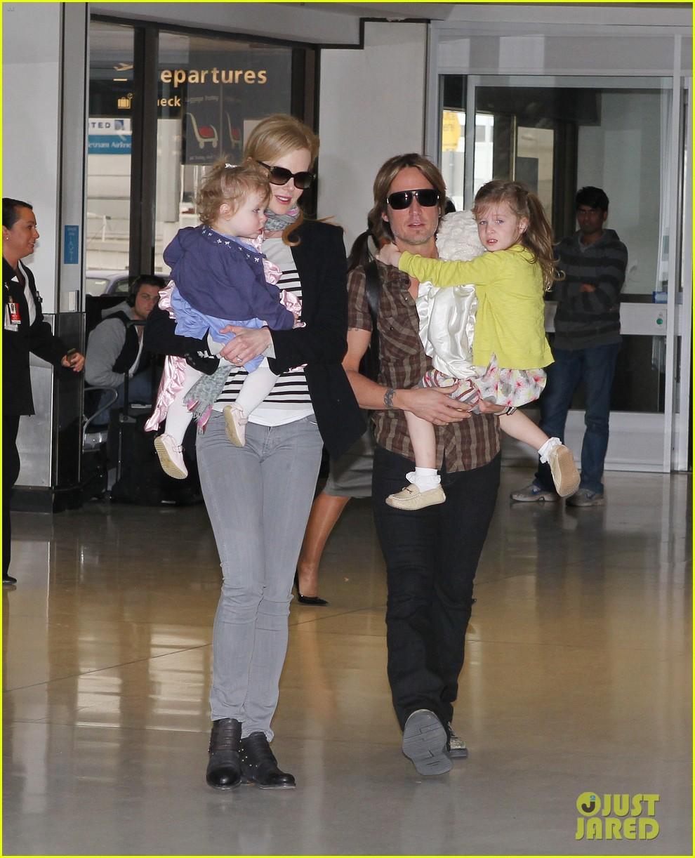 nicole kidman family sydney departure 05