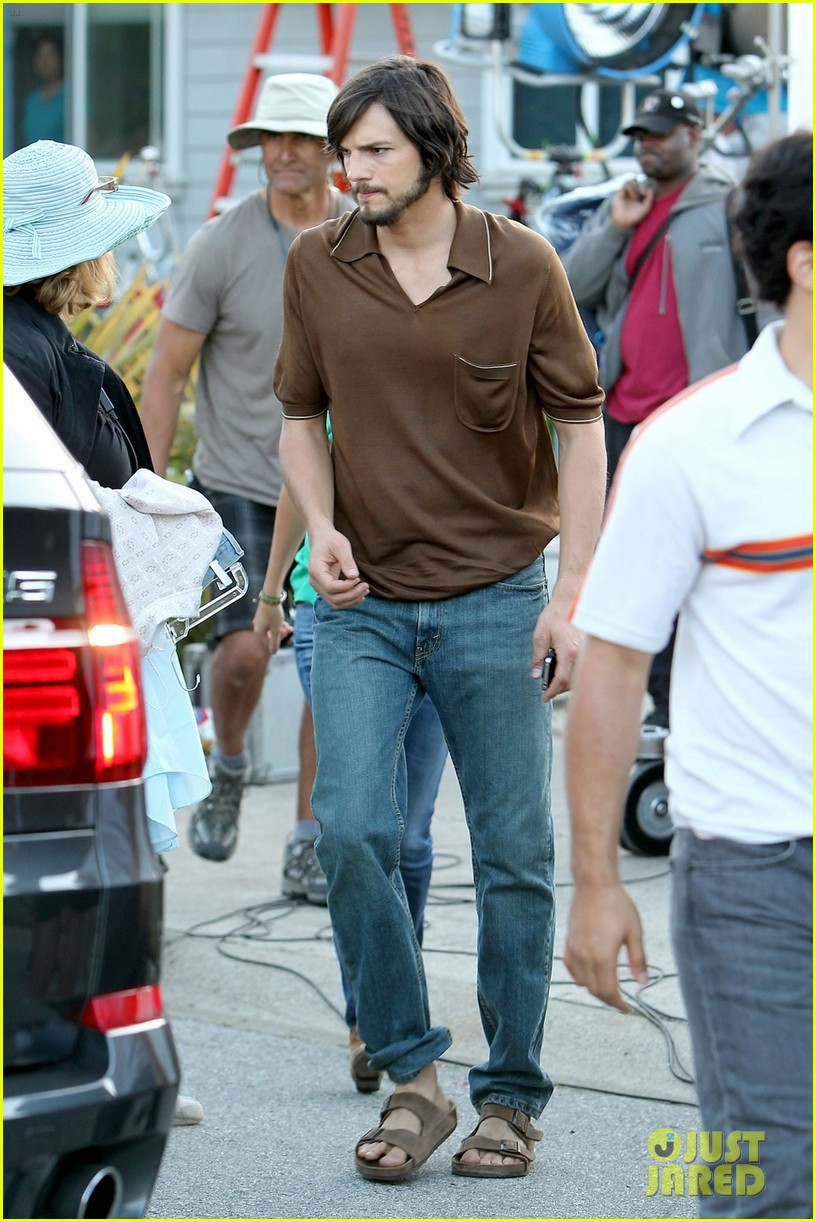 ashton kutcher filming for jobs 012674013