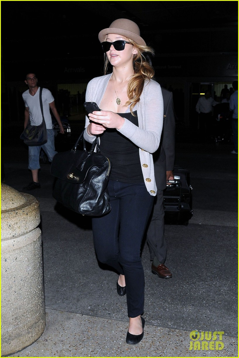 jennifer lawrence lax landing 08