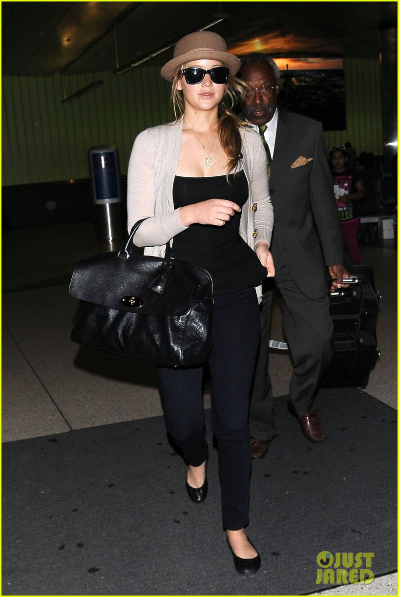 jennifer lawrence lax landing 12