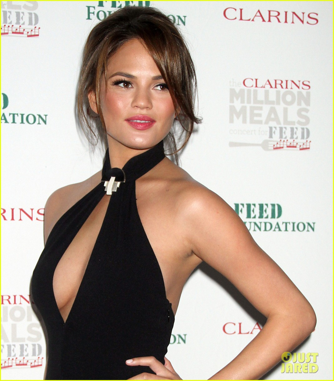 john legend chrissy teigen clarins million meals concert 10