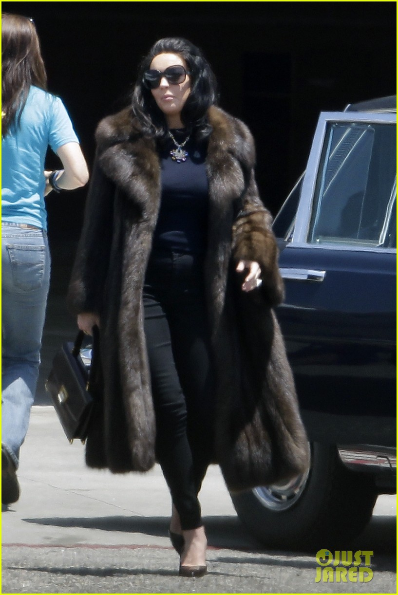 lindsay lohan fur on airplane 042677449