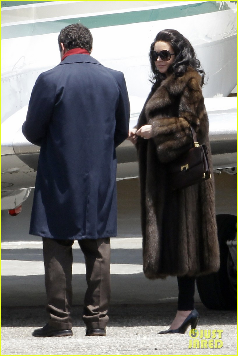 lindsay lohan fur on airplane 12