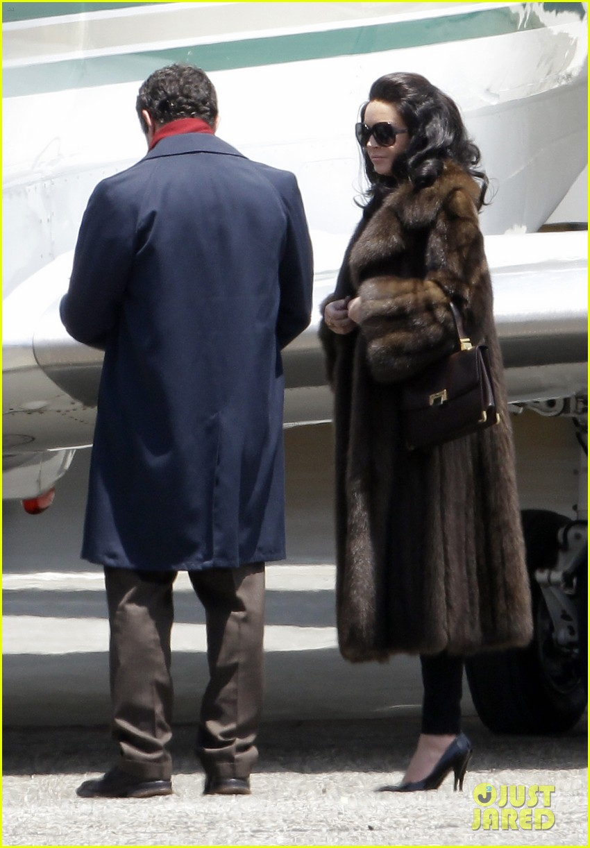 lindsay lohan fur on airplane 13