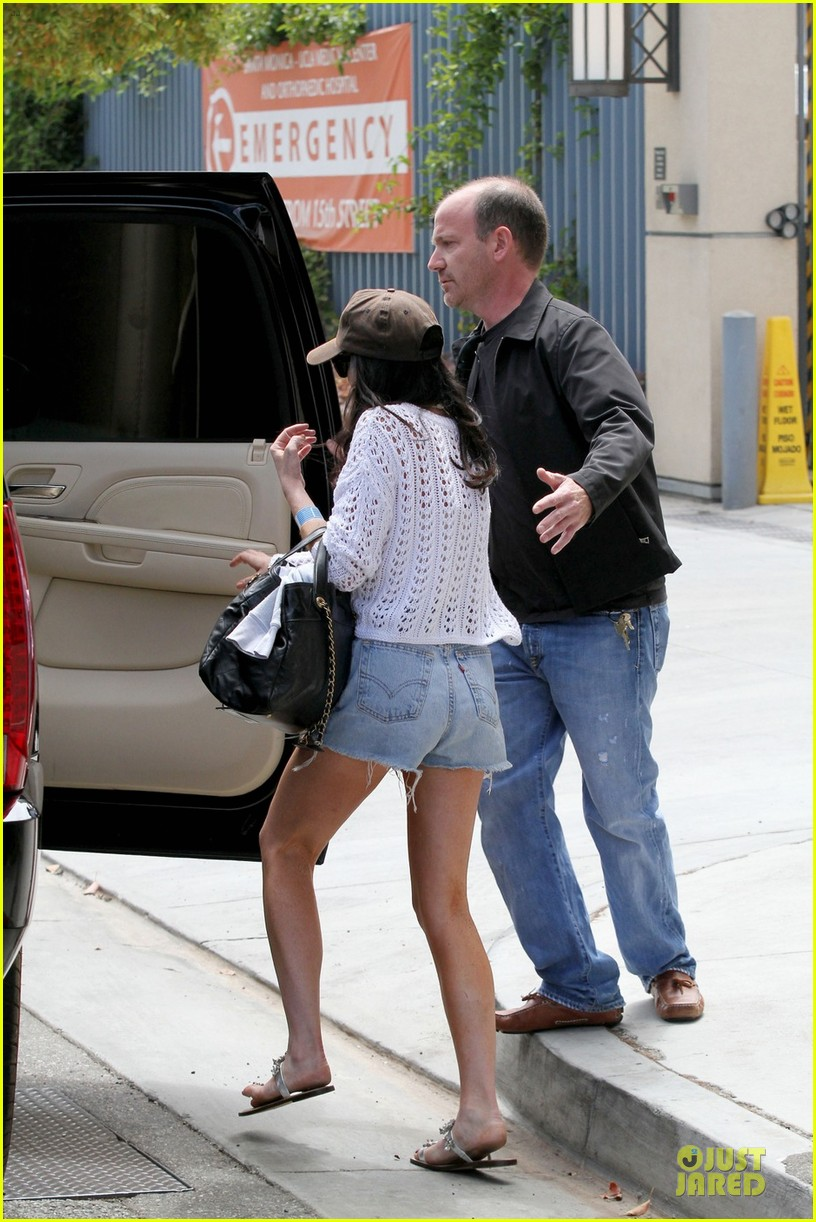 lindsay lohan leaves hospital 05