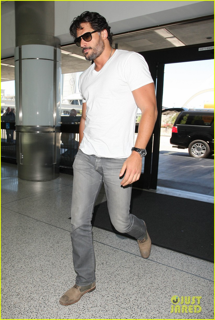 joe manganiello arriving at lax 02