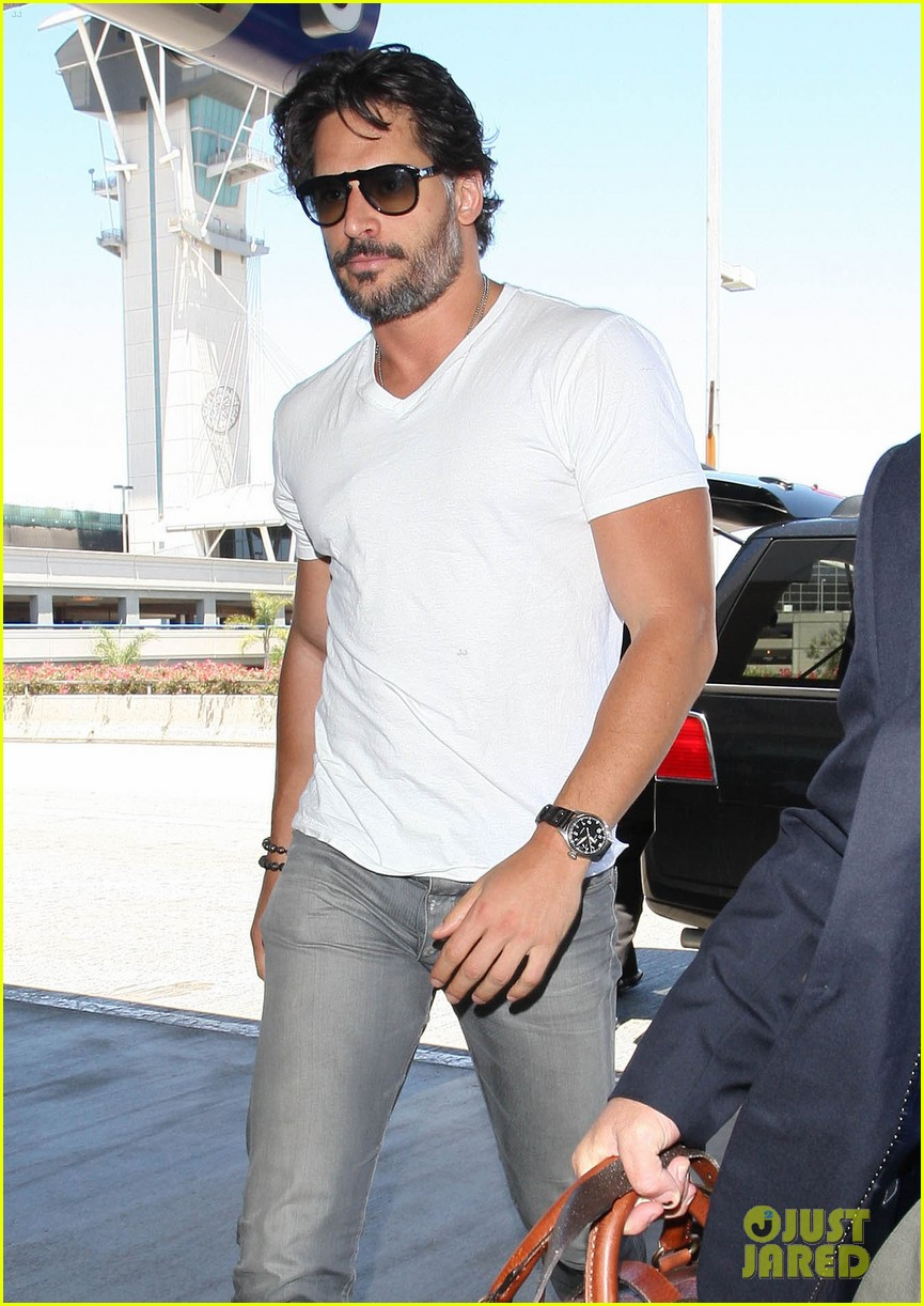 joe manganiello arriving at lax 05