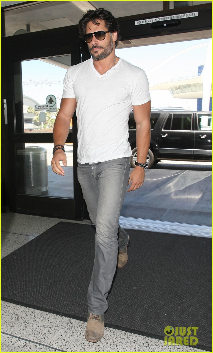joe manganiello arriving at lax 11