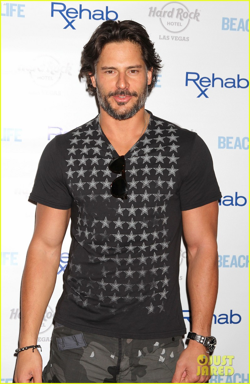 joe manganiello i love being able to tell a story physically 02