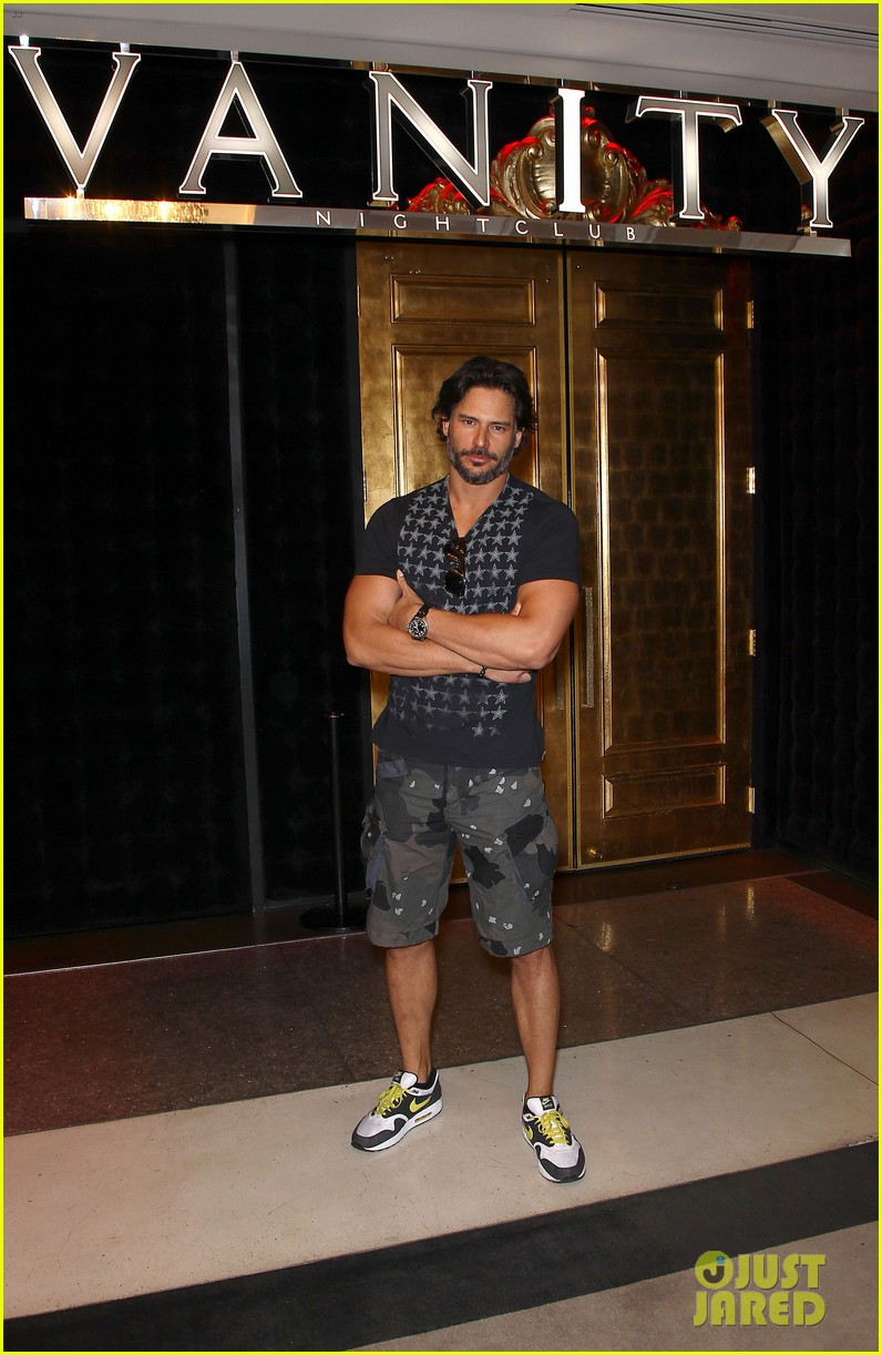 joe manganiello i love being able to tell a story physically 04