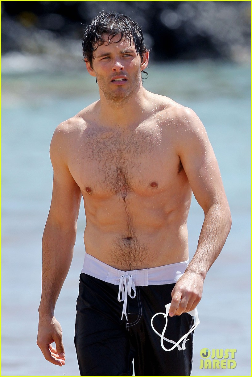 James Marsden: Shirtless in Hawaii!