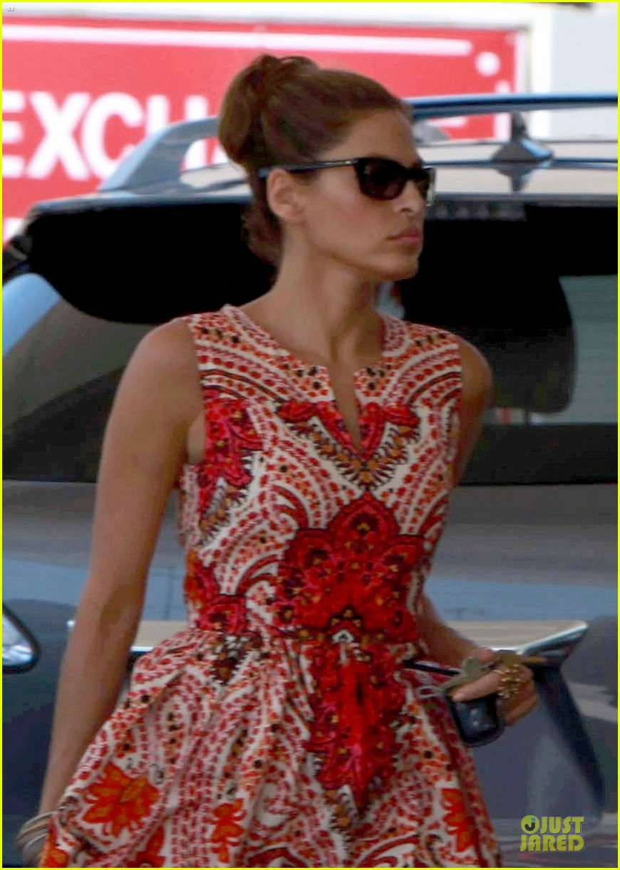 eva mendes gas station 04