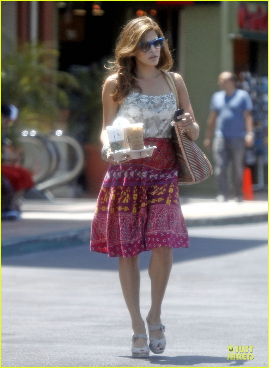 eva mendes starbucks studio city 02