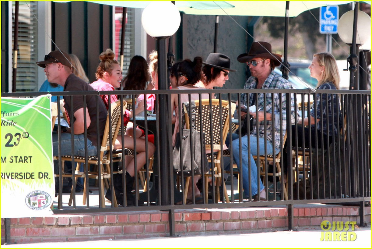 miley cyrus patys lunch 12