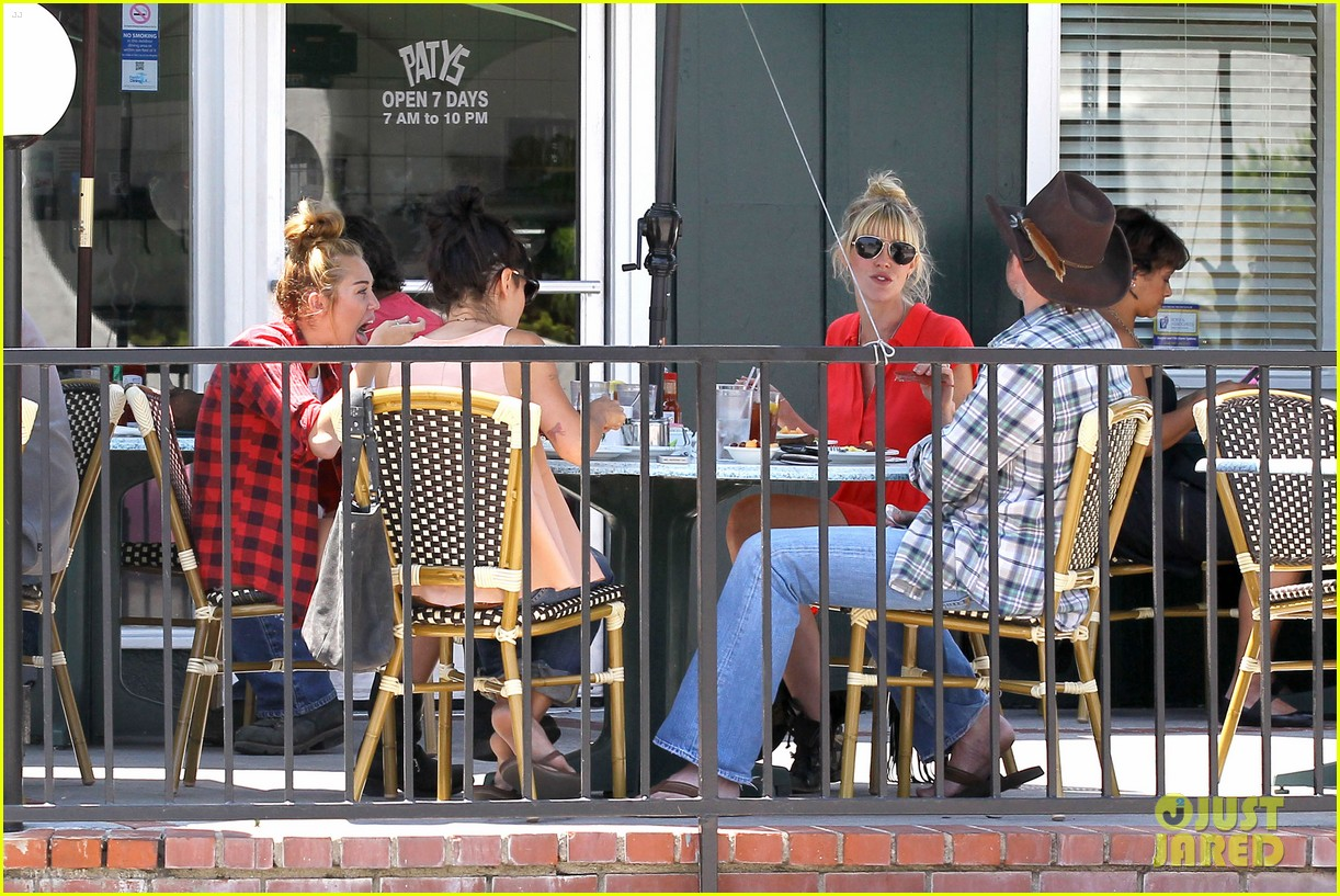 miley cyrus patys lunch 14