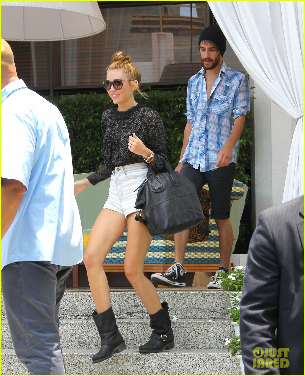 miley cyrus leaving hotel rumours 14