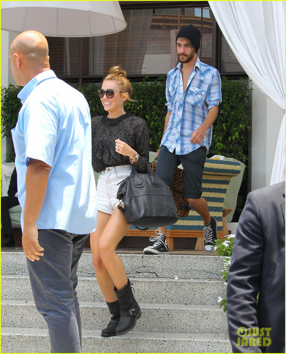 miley cyrus leaving hotel rumours 15