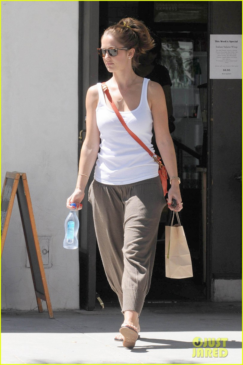 minka kelly m cafe 05