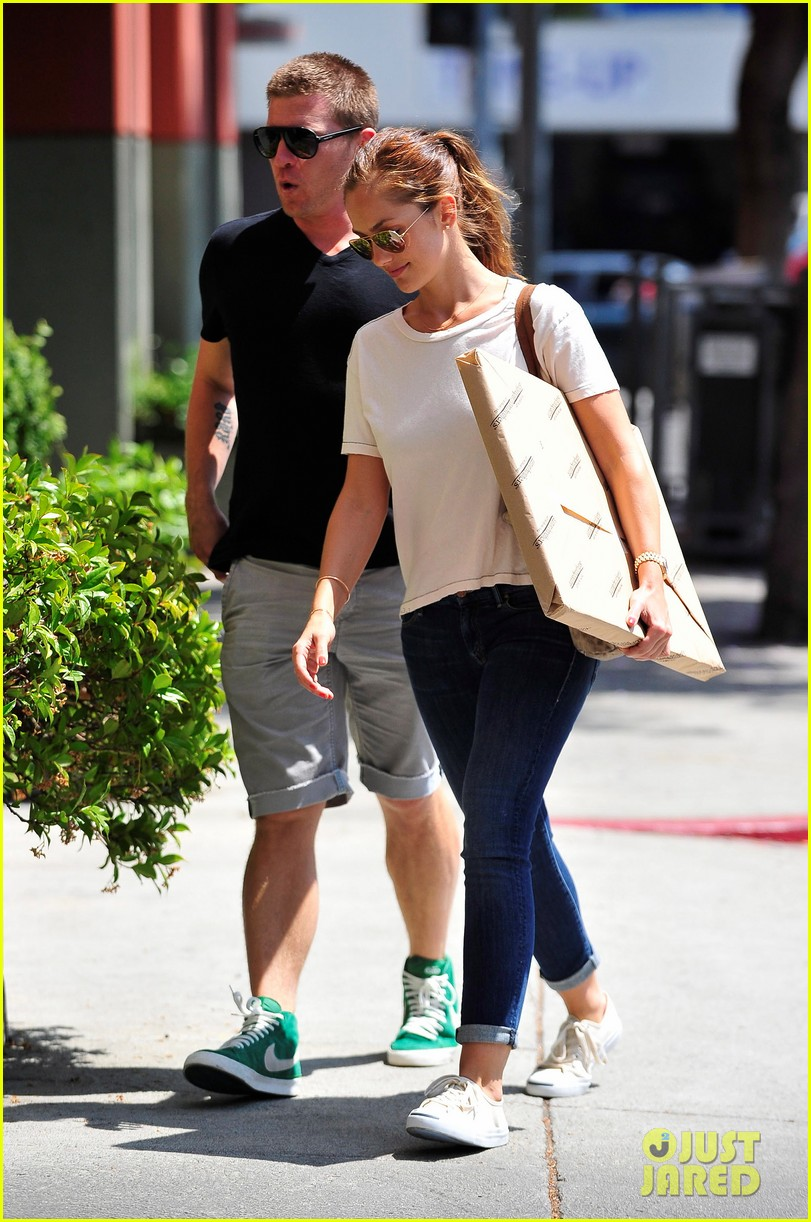 minka kelly carrying package 13