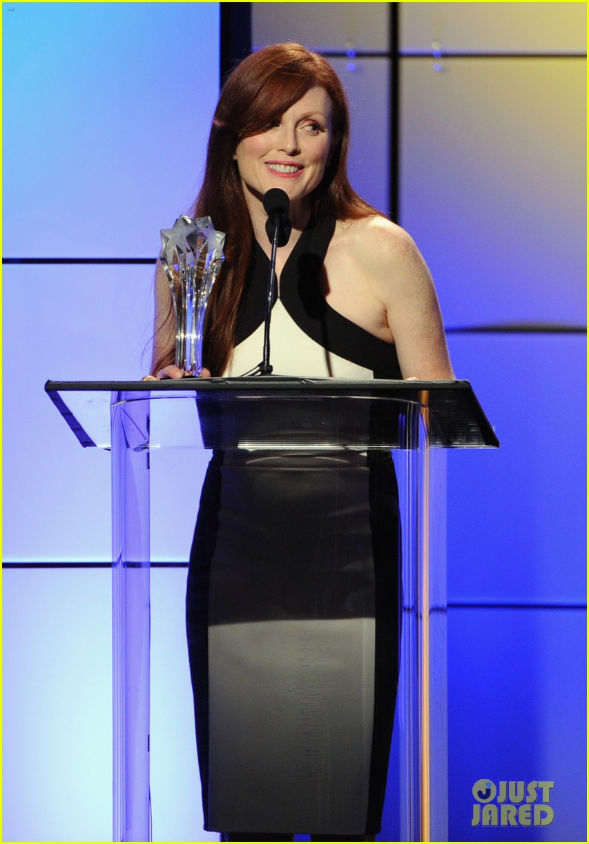 julianne moore critics choice television awards 2012 02