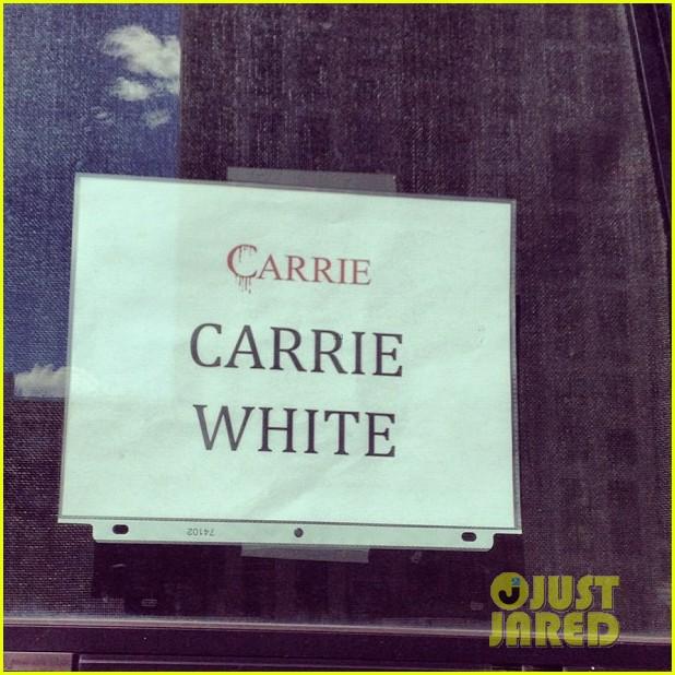 chloe moretz carrie begins production 03