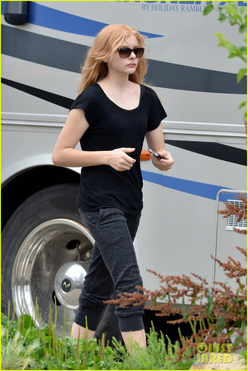 chloe moretz carrie begins production 05