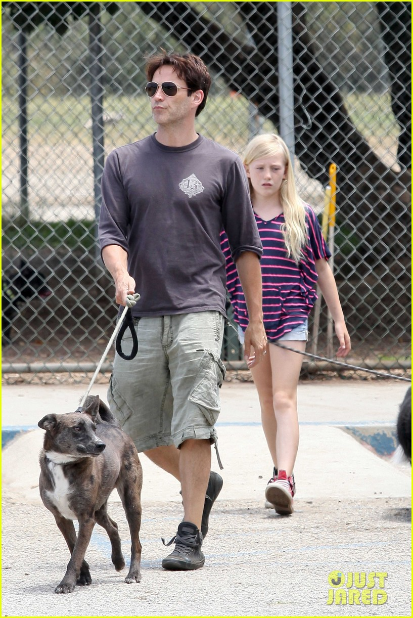 stephen moyer walking dogs with lilac 06