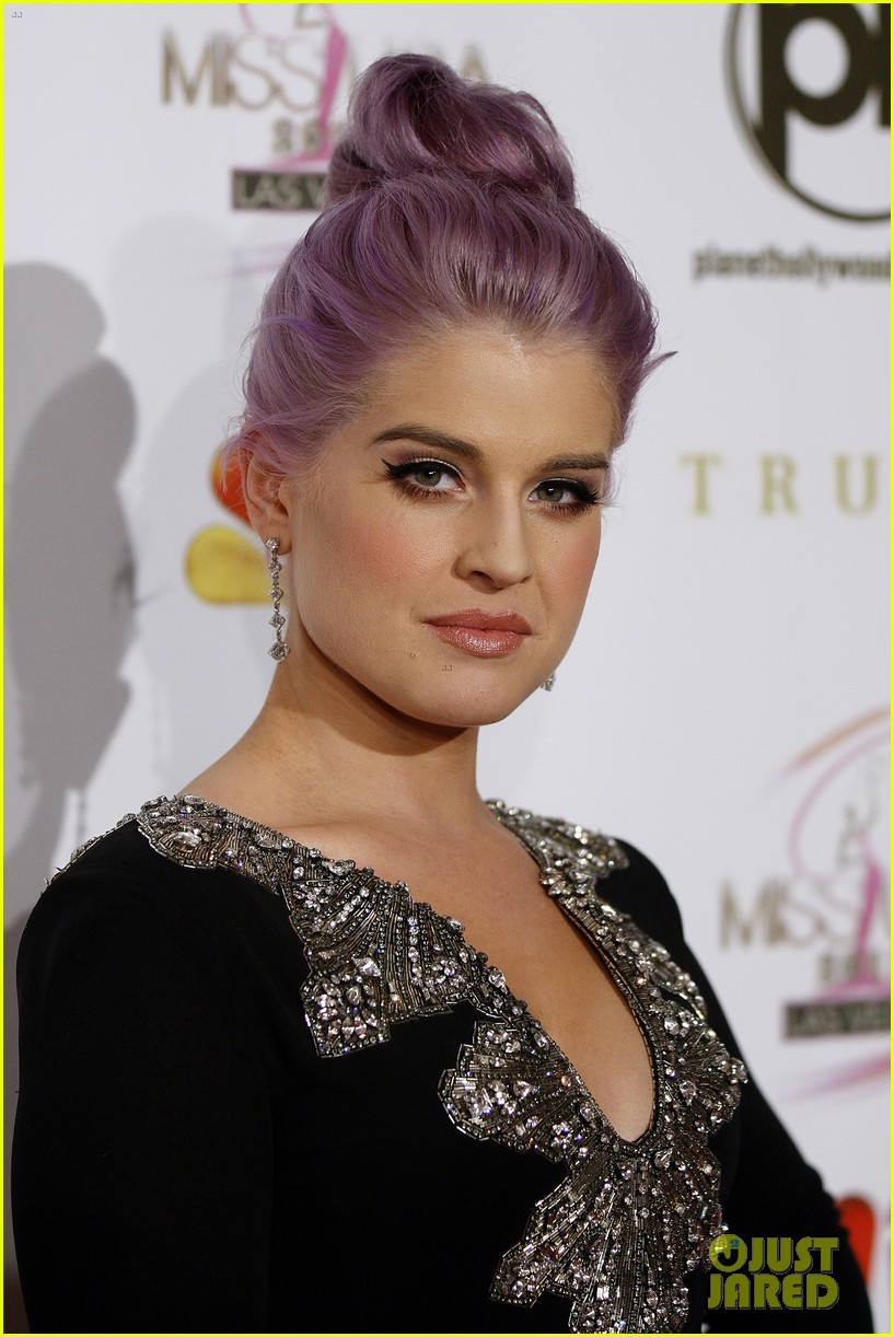 kelly osbourne joe jonas miss usa 2012 01