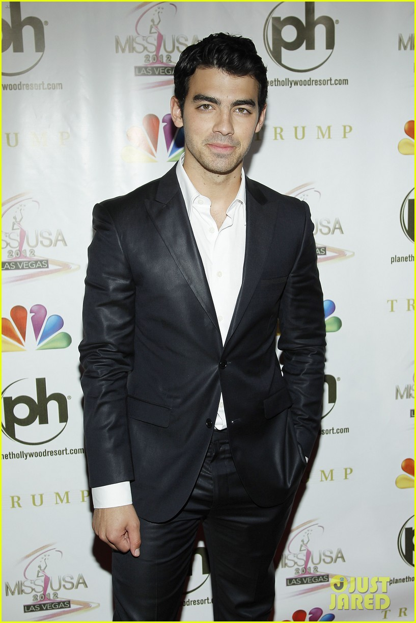 kelly osbourne joe jonas miss usa 2012 14