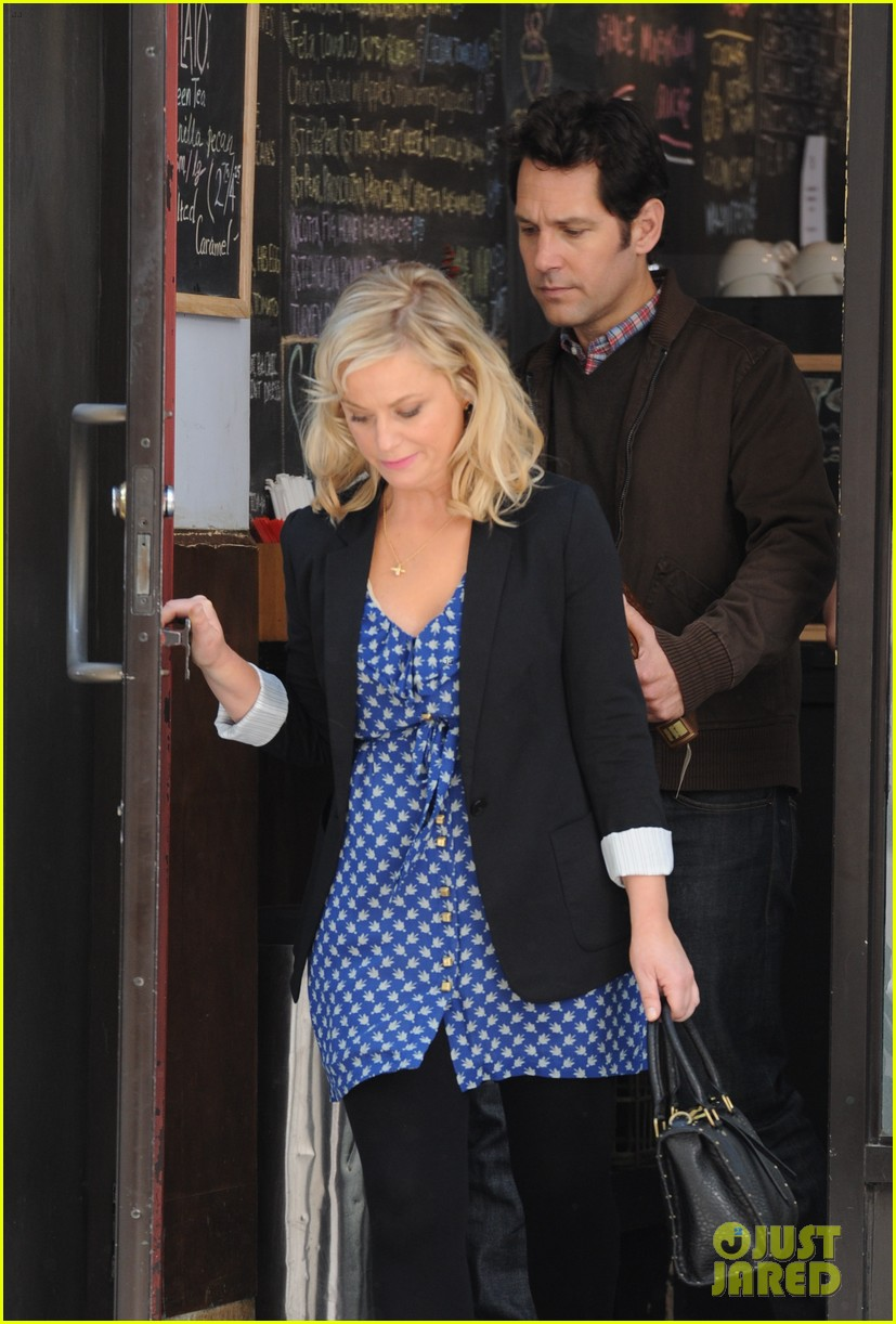 amy poehler they came together set with paul rudd 02