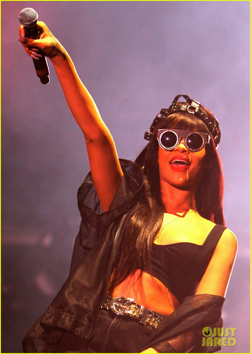 rihanna jay z hackney weekend 03