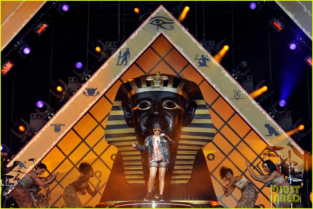 rihanna london concert 072679026