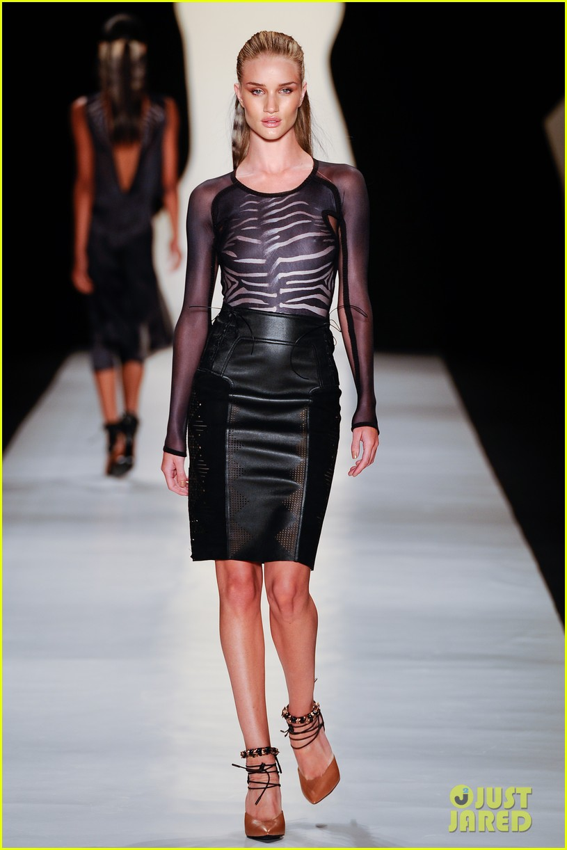 rosie huntington whiteley runway sao paulo 02