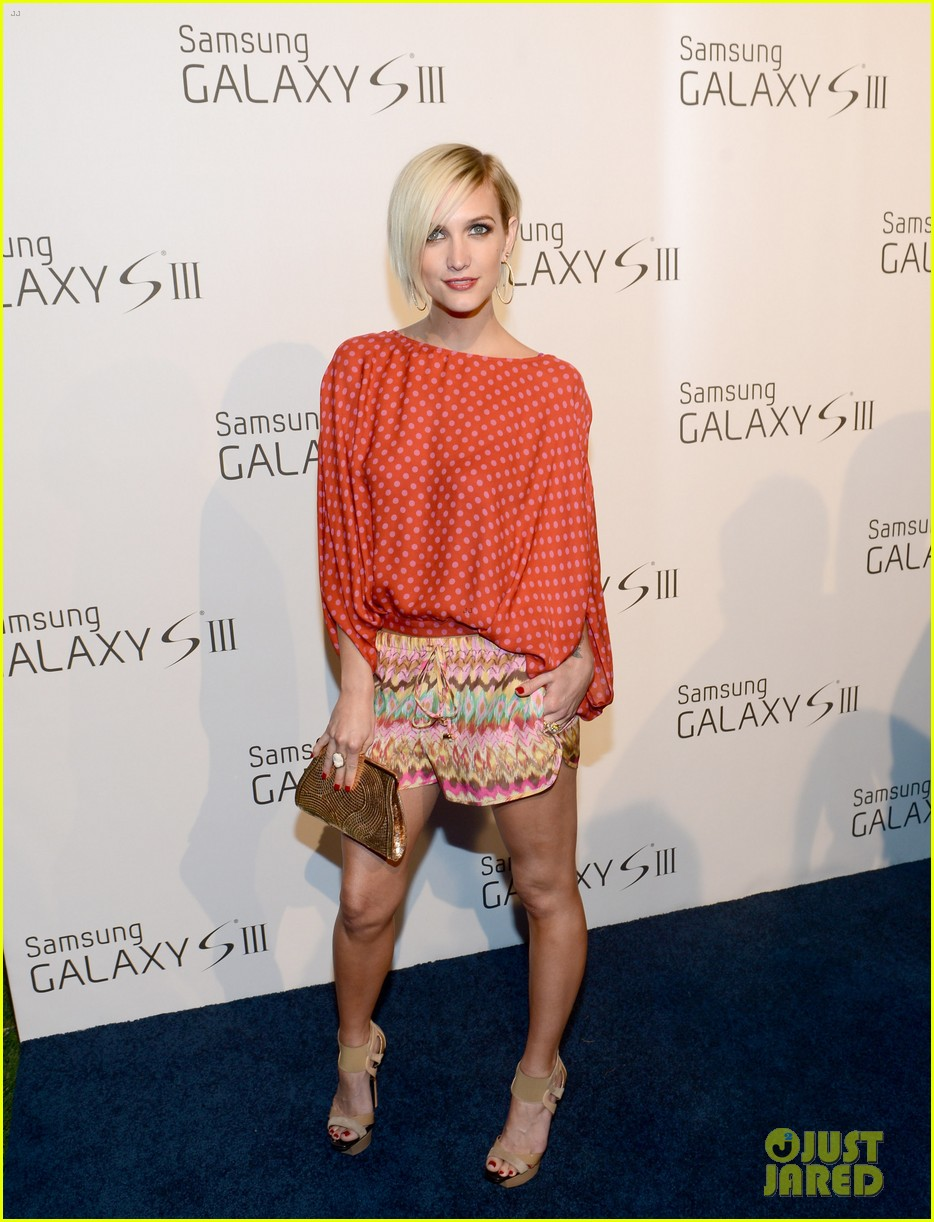 ashlee simpson anna faris samsung galaxy s iii launch 182678097