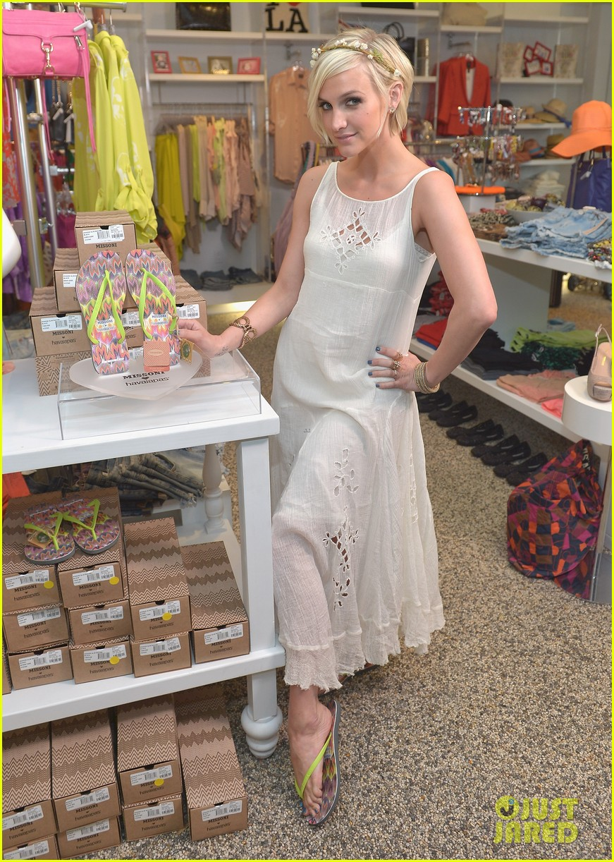 ashlee simpson missoni havaianas launch 02