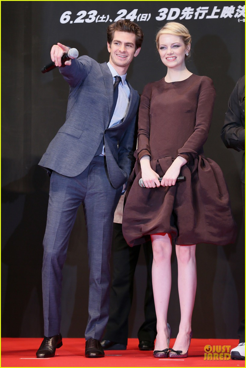 emma stone andrew garfield amazing spider man world premiere 01