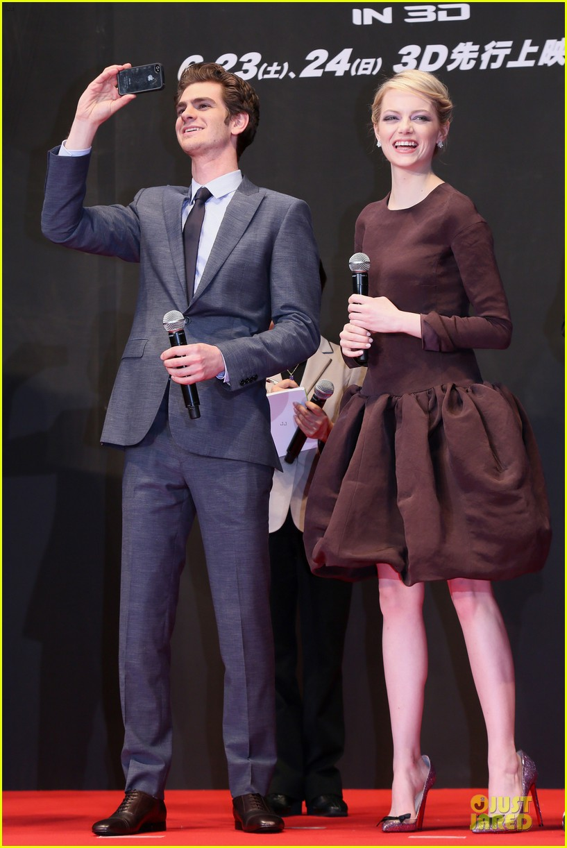emma stone andrew garfield amazing spider man world premiere 05