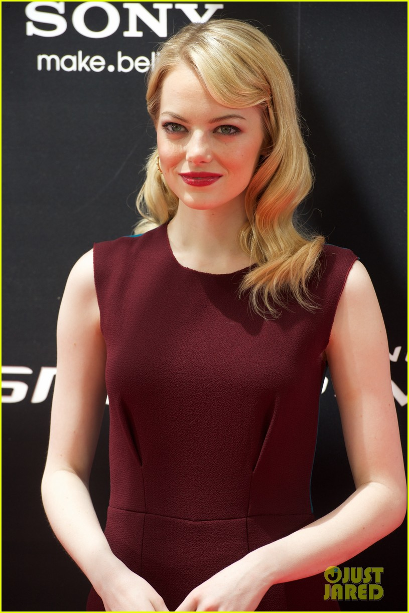 emma stone andrew garfield spider man spain photo call 01